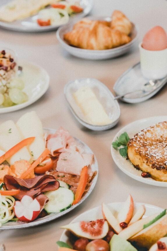 (Breakfast). Feines Frühstück in Salzburg